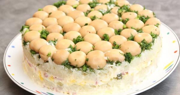 Салат Полянка с шампиньонами и курицей. Рецепты с фото
