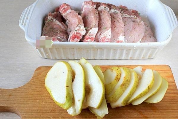 Свиная шея в духовке. Рецепт в рукаве для запекания, фольге с картошкой, овощами