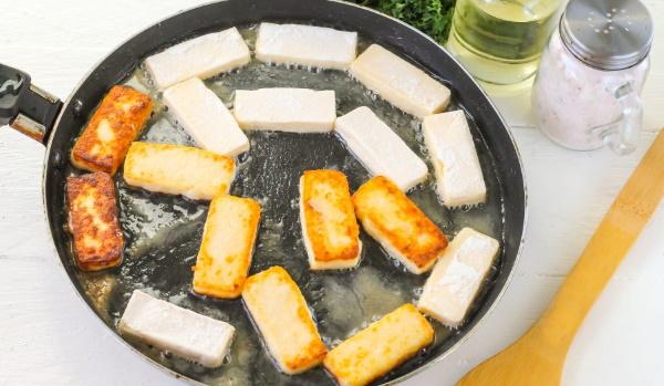 Жареный сулугуни на сковороде. Рецепт с фото