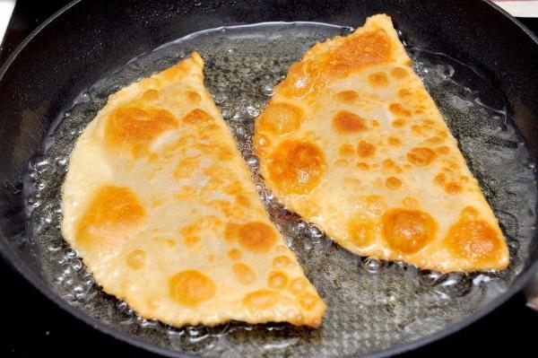 Чебуреки домашние. Самые удачные рецепты с фото