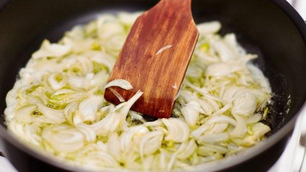 Колбаса домашняя в пищевой пленке в духовке. Рецепт с фото