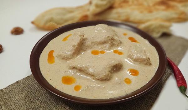 Курица с грецкими орехами по-грузински Чахохбили, Сациви