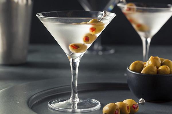 Коктейль мартини с оливкой. Рецепт, название, фото