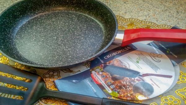 Сковорода с мраморным покрытием. Плюсы и минусы, как выбрать