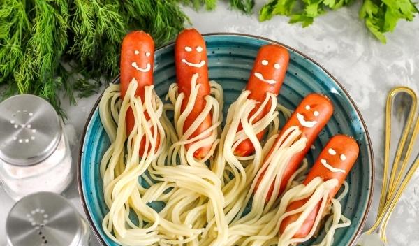 Сосиски осьминоги для детей в микроволновке. Рецепт