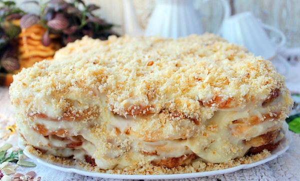 Торт из слоеных ушек без выпечки со сметаной, кремом, сгущенкой. Рецепт с фото