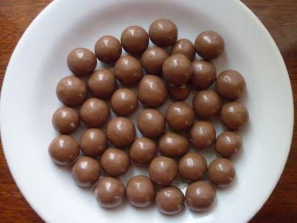 Торт с шарами из шоколада для девочки, мальчика. Фото