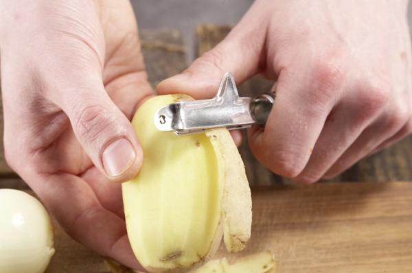 Жареная картошка с яйцом на сковороде. Рецепт с фото