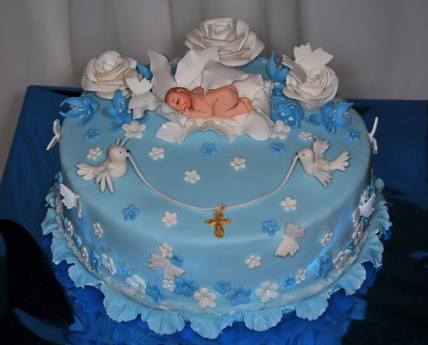Торт на крещение девочки из крема, мастики. Фото